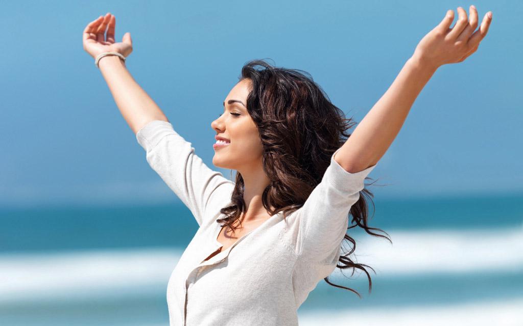 【絶対に汗を止める方法】顔汗&ワキ汗に悩む女性は必見!口コミレビューが高い5つの方法をご紹介します!